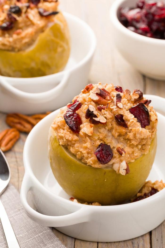 manzanas al horno caramelizadas rellenas de copos de avena, desayunos con avena fáciles de hacer