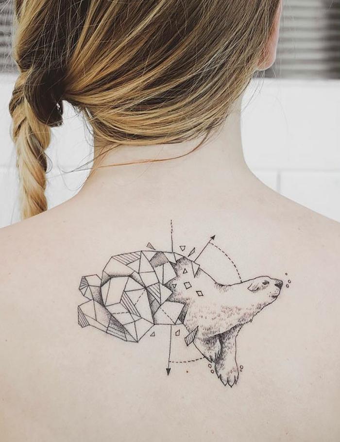 tatuajes que signifiquen fuerza y superacion, precioso tatuaje geométrico en la espalda, diseños para hombres y mujeres