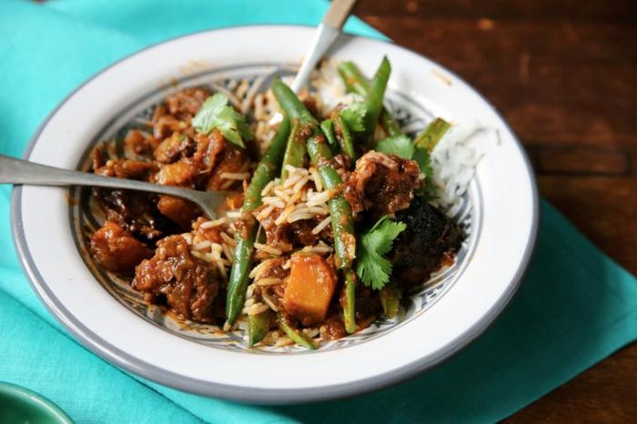 cocido con carne de cerdo, garbanzo arroz alargado y trozos de calabaza al horno, recetas originales con calabaza