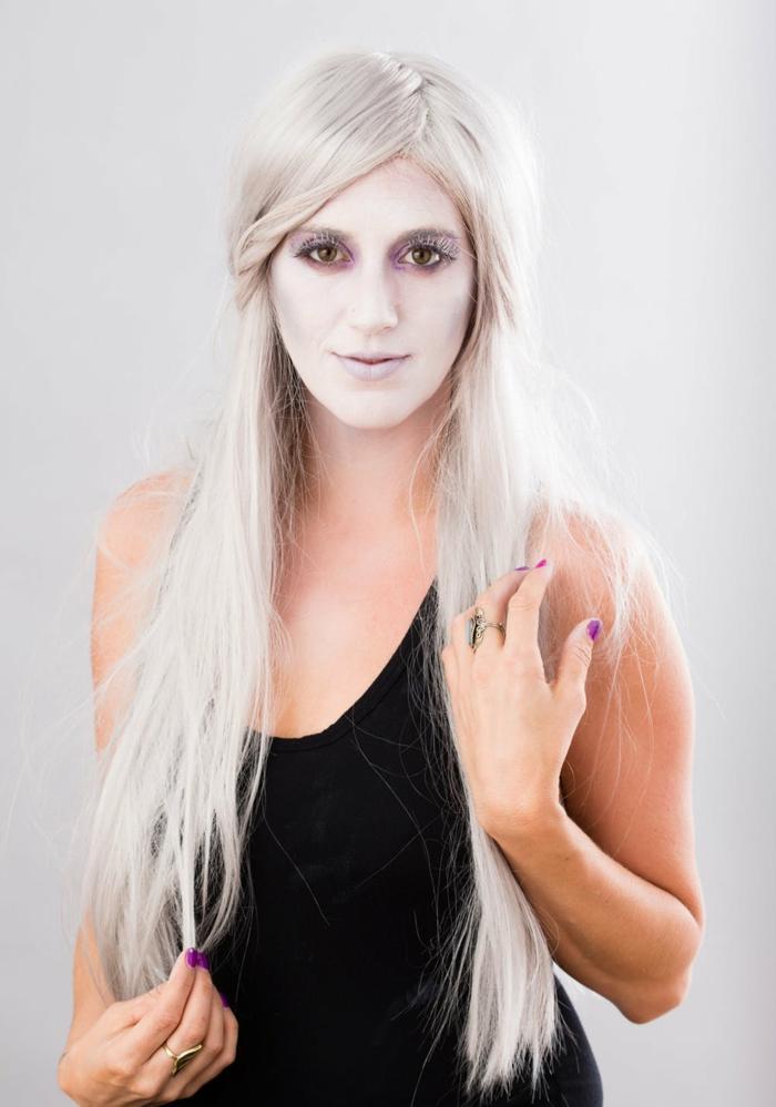 maquillaje bruja niña paso a paso, la bruja de hielo, cara pintada en blanco y pestañas falsas