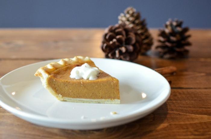 tarta de calabaza clásica con nata, recetas originales y sabrosas para hacer en otoño este ocubre