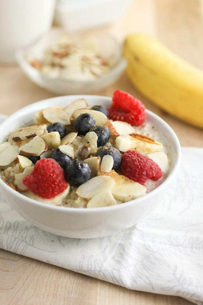 porridge receta, propuestas sobre desayunos con copos de avena, frutas y nueces, como empezar el día
