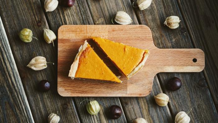 ideas de postres para hacer en Halloween, tarta de calabaza con puré de calabaza, postres clásicos