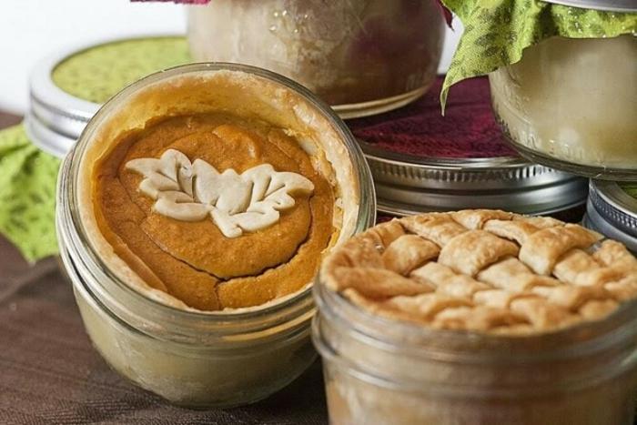 tortitas de calabaza en potes decoradas de maravilla, ideas de postres para hacer en otoño