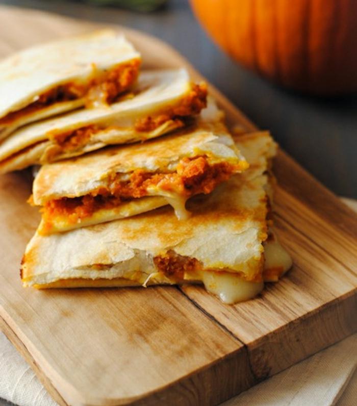 quesadillas ricas y fáciles de preparar hechas con puré de calabaza, recetas para hacer en otoño paso a paso