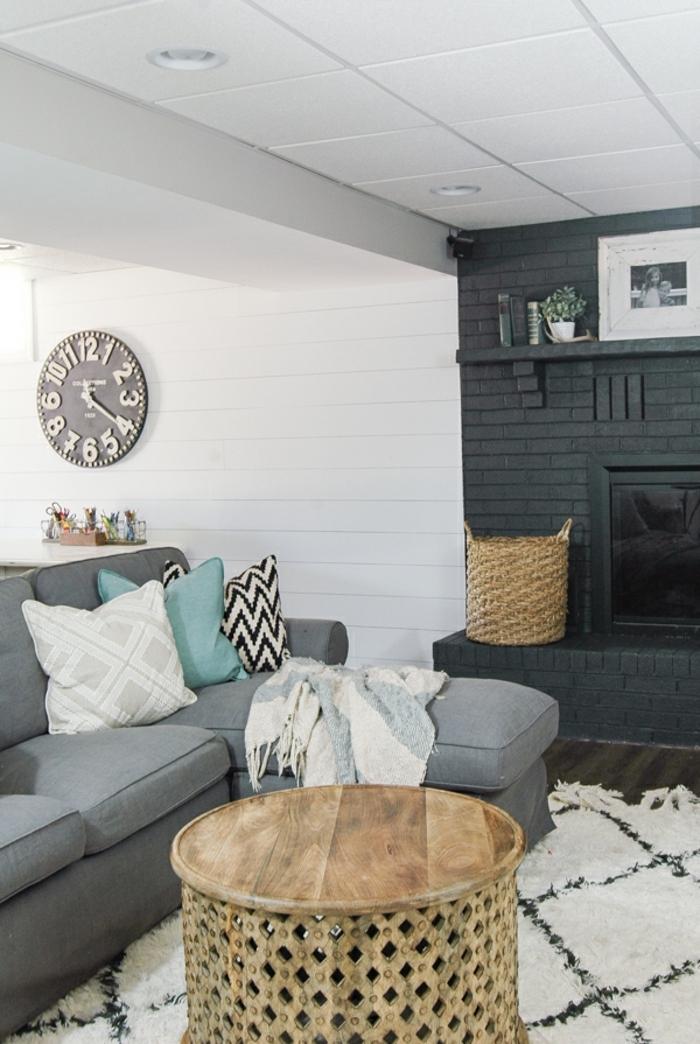 cómo decorar un salón según las últimas tendencias en diseño de interiores, salones con chimenea moderna