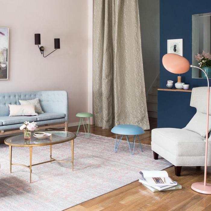 salón decorado en colores pastel, que colores se llevan para pintar un salon en 2019, sofá en azul