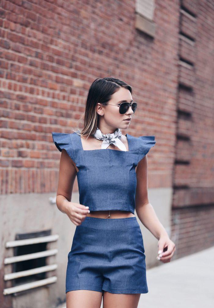 ideas-originales-sobre-como-llevar-un-pañuelo-de-algodon-en-el-cuello-outfit-moderno-de-denim