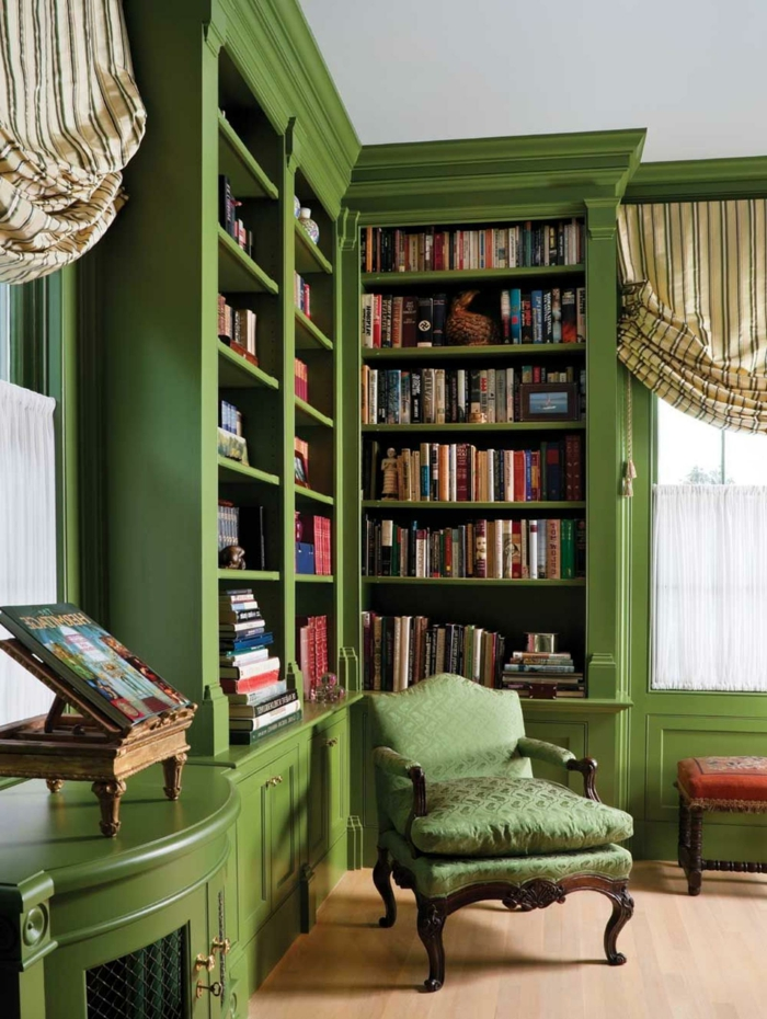 colores de pintura para salones 2019, decoración salón en color verde césped, estantería en estilo vintage