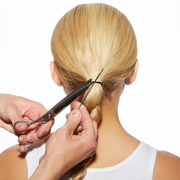 trucos para hacer una trenza lateral, ideas de peinados fáciles y rápidos, cabello largo rubio