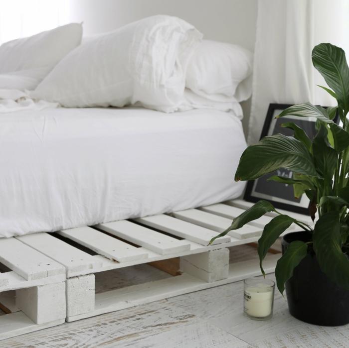 precioso dormitorio matrimonio decorado en blanco, ideas de muebles con palets, estilo escandinavo
