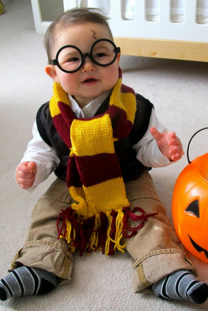 disfraces de niños inspirados en Harry Potter, disfraz halloween casero paso a paso, gafas falsas
