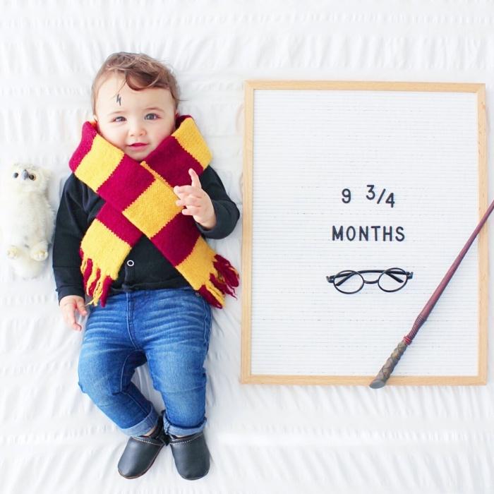 disfraz halloween casero Harry Potter, bufanda de lana en rojo y amarillo, decoración inspirada en Harry Potter