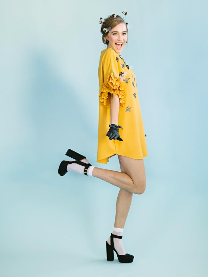 la Abeja Reina disfrace super sencillo, ideas de disfraces de halloween caseros, vestido amarillo corto