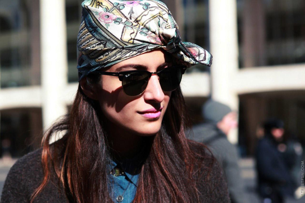 formas de ponerse un pañuelo en la cabeza, formas modernas de usar un pañuelo en el outfit