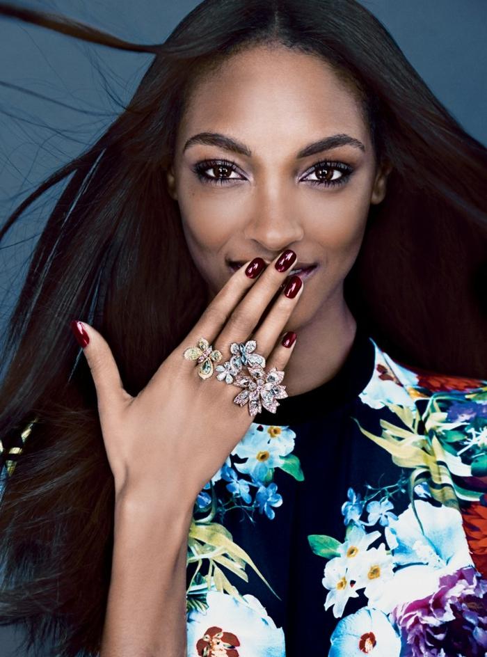 uñas de acrilico cortas pintadas en rojo brillante, diseños de uñas exclusivos, tendencias 2019
