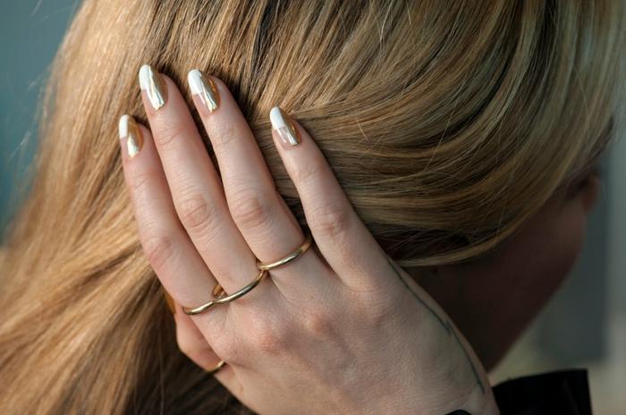 uñas acrílicas largas ovaladas decoradas en blanco y dorado, diseños originales en tendencia