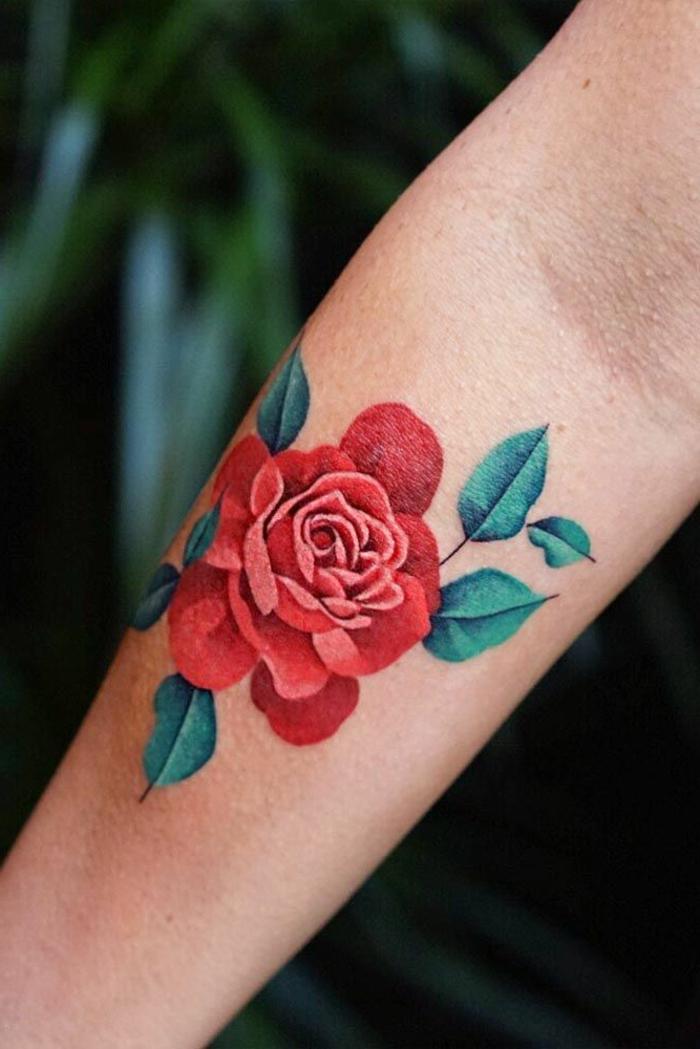 preciosos diseños de tatuajes old school para mujeres, rosa en estilo vintage, tatuajes tradicionales americanos