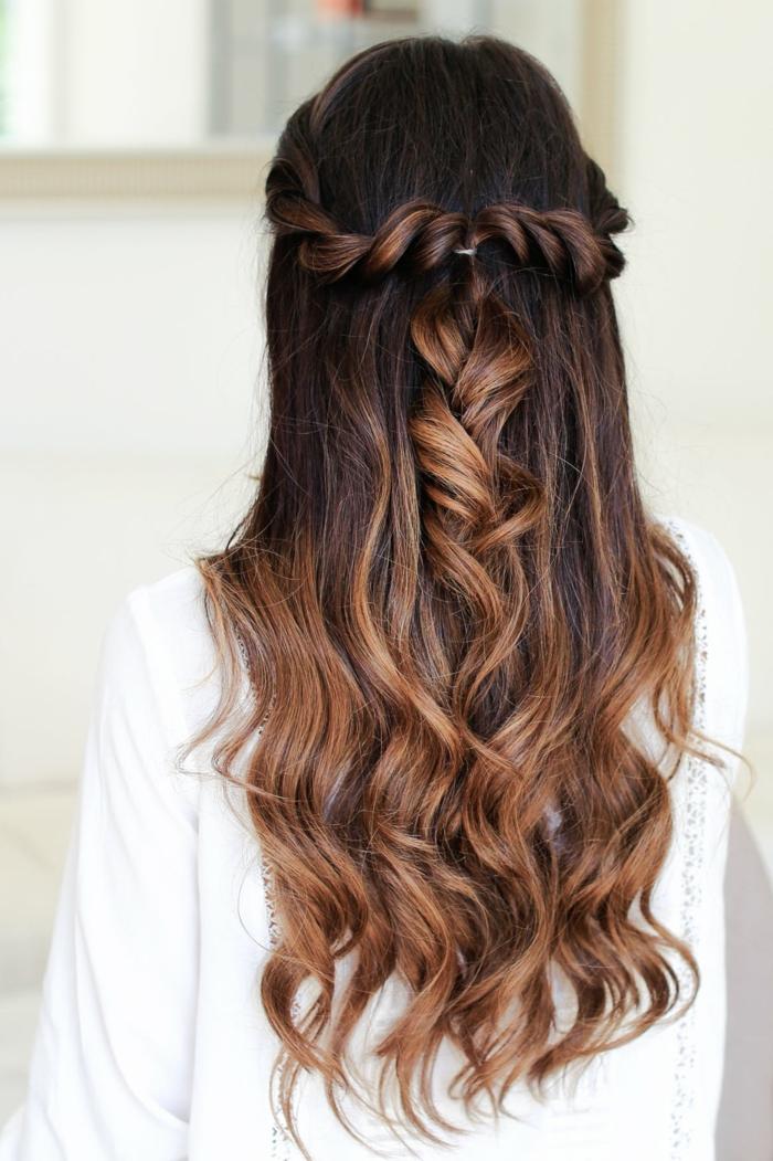 peinados con trenzas faciles que enamoran, cabello largo con mechas ombre y puntas rizadas