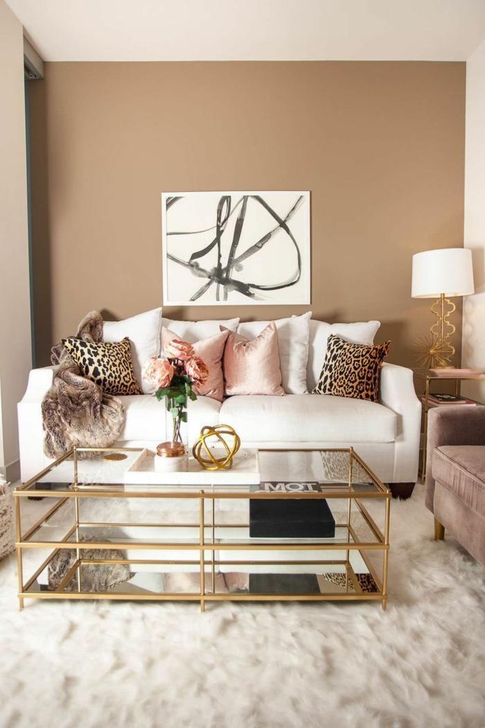 color arena pared oscuro, diseño de salones modernos 2019, color terracota cálido, alfombra peluda en blanco