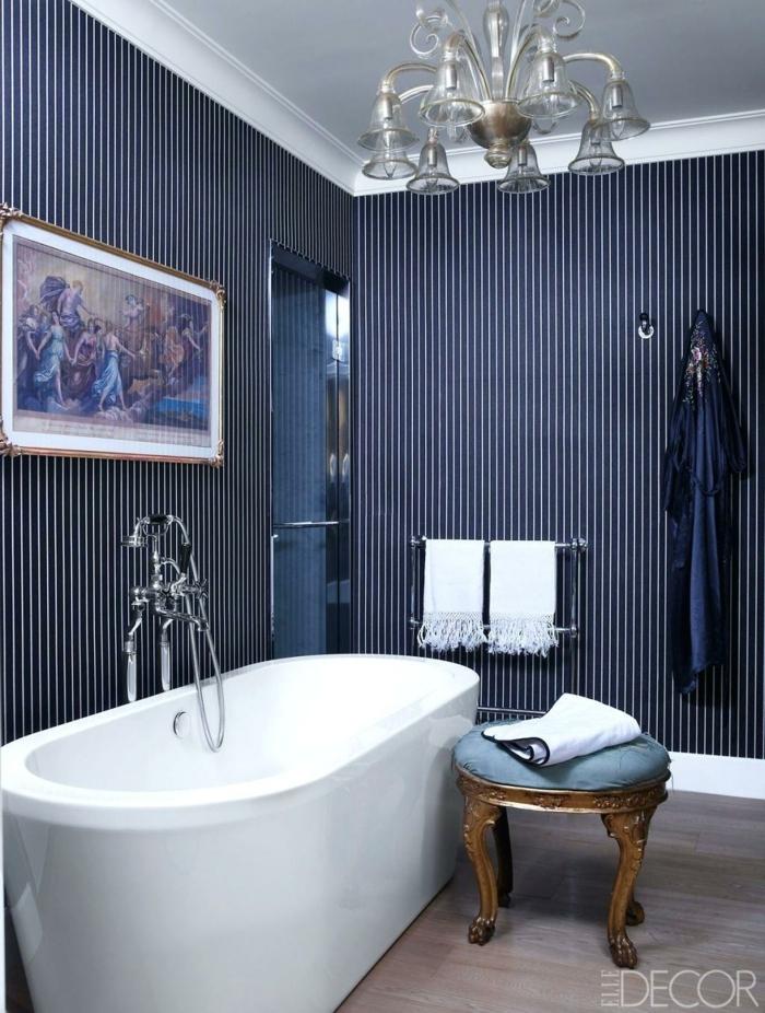 precioso baño decorado con muebles vintage, paredes en azul, baños modernos con detalles vintage