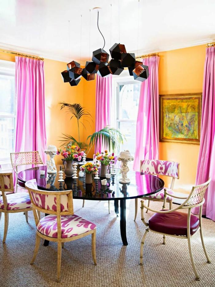 precioso salón comedor decorado en tonos llamativos, ultimas tendencias en decoracion de paredes
