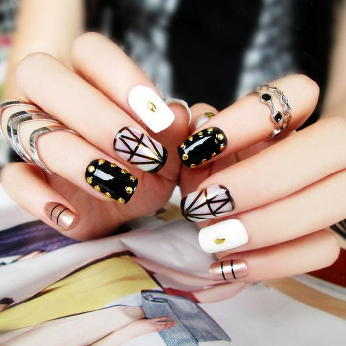 bonitos diseños de uñas acrílicas decoradas en blanco y negro, decoración con elemento geométricos