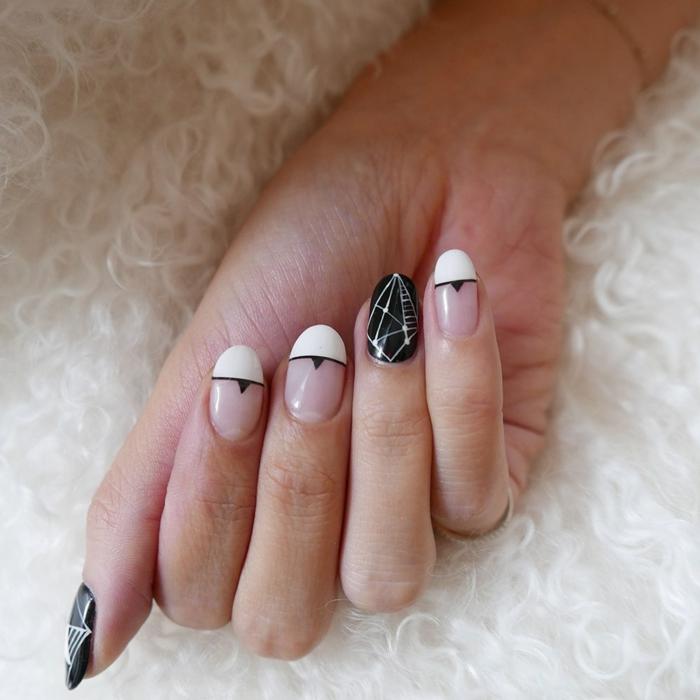 uñas en acrilico francesas con detalles en negro, tendencias uñas 2019, detalles geométricos en la decoración
