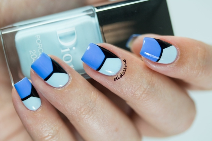 tendencias en los diseños de uñas 2018 2019, decoración con motivos geométricos en azul, negro y verde menta, uñas acrilicas modernas
