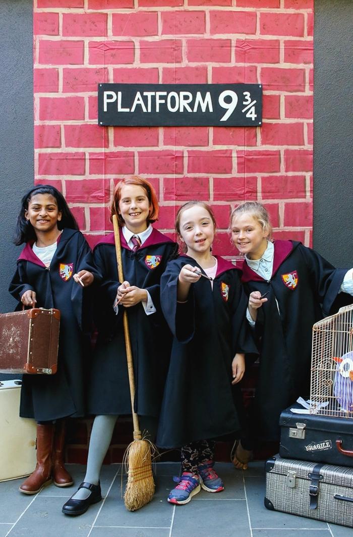 ideas de disfraces halloween originales para niños, disfraces de alumnos de Hogwarts, disfraces inspirados en Harry Potter