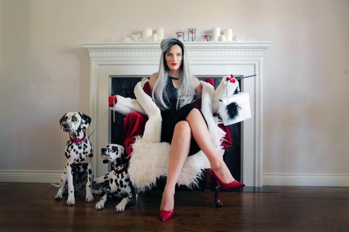 disfraces de carnaval caseros para mujeres, Cruella De Vil, elegante vestido en negro, zapatos rojos