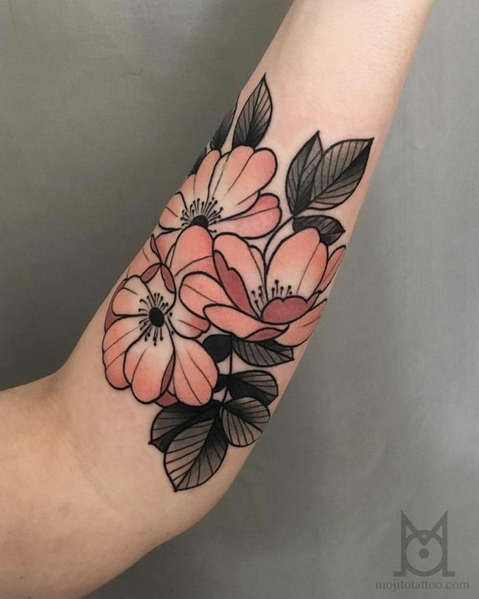 tatuajes tradicionales en el antebrazo, bonitos diseños de tattoos en el antebrazo, flores vintage, tatuajes old school hombre brazo