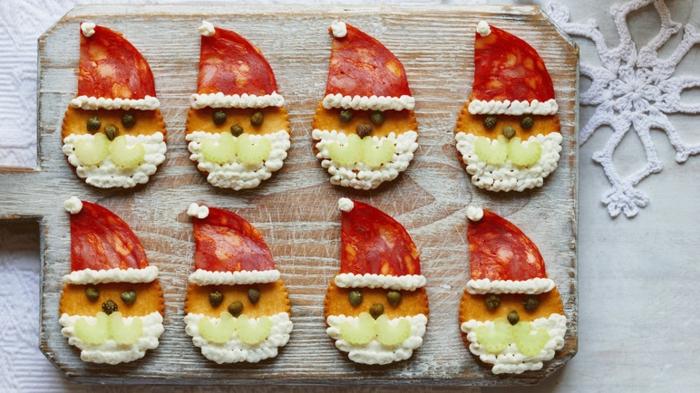 aperitivos faciles y originales para hacer en 10 minutos, galletas saladas con queso crema y chorizo