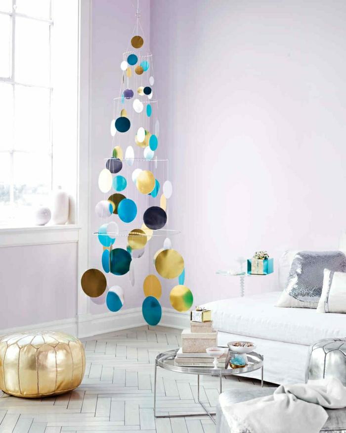 arbol de navidad reciclado de diseño original, árbol en dorado, azul y blanco, ingeniosas propuestas decoración navideña 2018