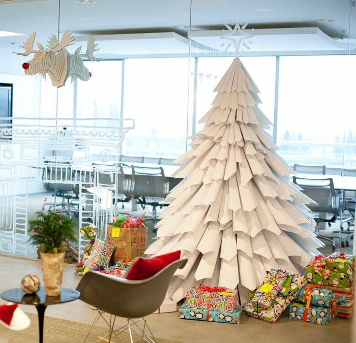 ingeniosa propuesta de arbol de navidad de papel, árboles de navidad originales hechos de materiales reciclados