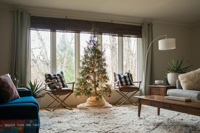 ideas originales sobre como decorar un arbol de navidad, salón acogedor decorado en estilo ecléctico