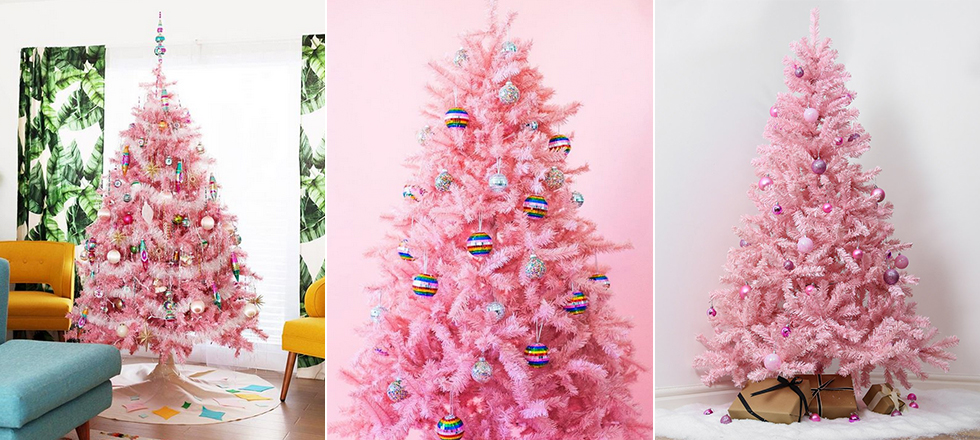 tres ejemplos de árboles de Navidad artificiales en color rosa decorados con adornos navideños de diseño
