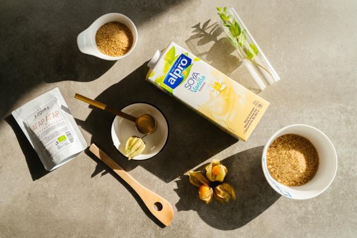 ingredientes para preparar un postre vegano, agar-agar, azucar de caña, leche de soja, fotos de recetas vegetarianas