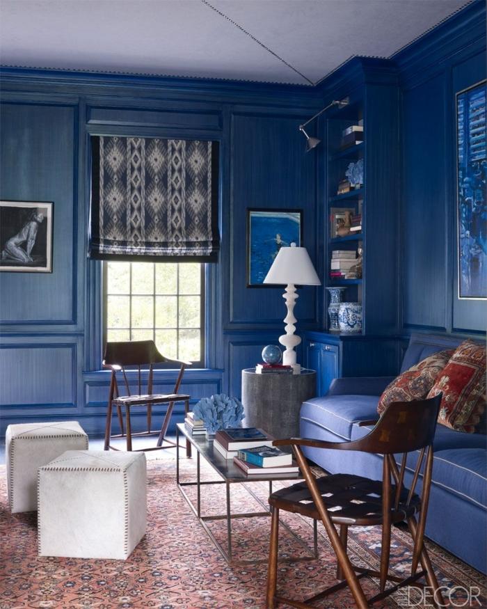 habitaciones pintadas 2019, precioso salón decorado con toque vintage, paredes en azul índigo