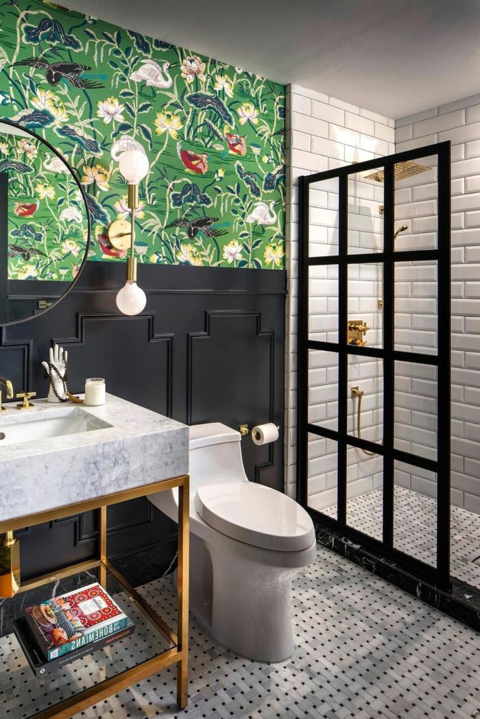 precioso diseño de baño moderno, paredes con papel pintado en estilo vintage motivos florales, ideas de decoracion baños pequeños
