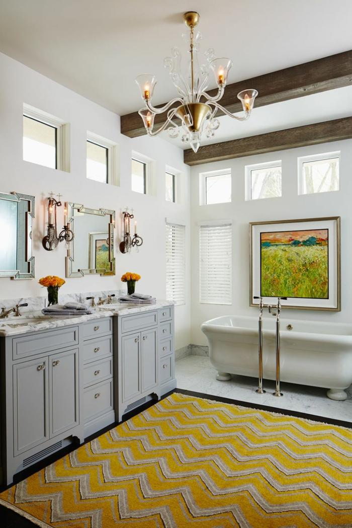 ideas sobre reforma baño pequeño, espacio decorado en colores claros con detalles en amarillo y muebles vintage
