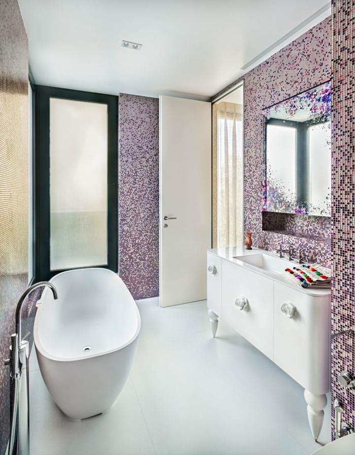 baño moderno decorado en estilo ecléctico, ideas reforma baño pequeño, bañera moderna, azulejos super originales, armario vintage con lavabo empotrado