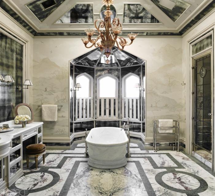 baño de lujo decorado en estilo vintage con interesantes efectos visuales, azulejos para baños modernos