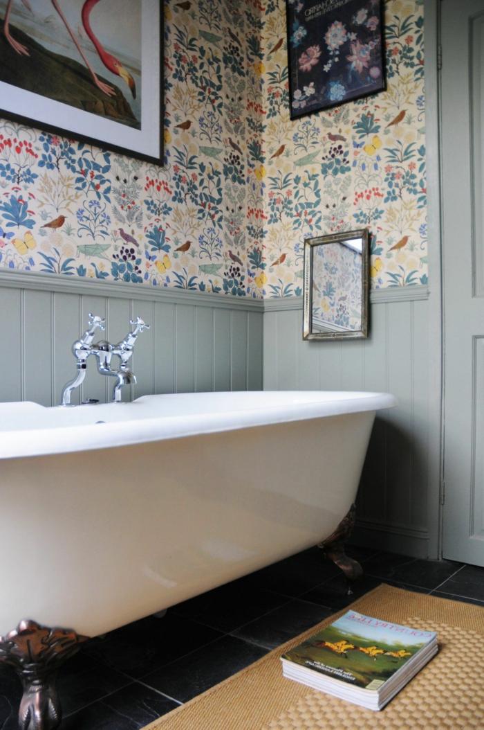 ideas sobre reformar baño en estilo vintage, cuarto de baño con paredes con papel pintado motivos florales