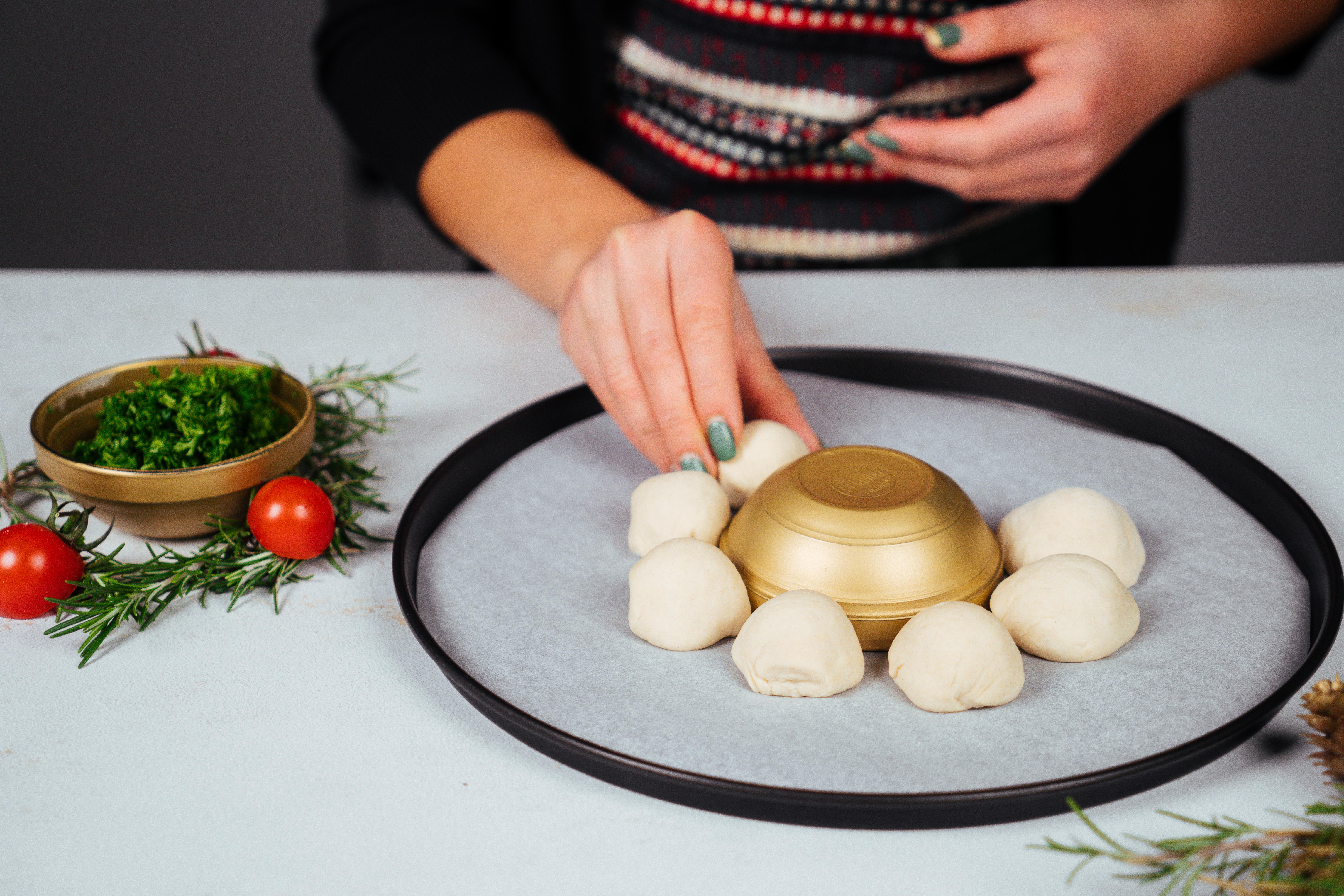 pasos para hacer una empanada para navidad en forma de corona navideña, recetas caseras para Navidad y Nochevieja