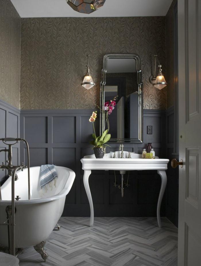 pequeño baño decorado en gris en estilo vintage, baños grises de diseño, paredes en gris y beige