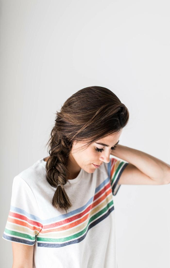 ideas de peinados faciles y bonitos para media melena, cabello castaño oscuro con mechas mas claras