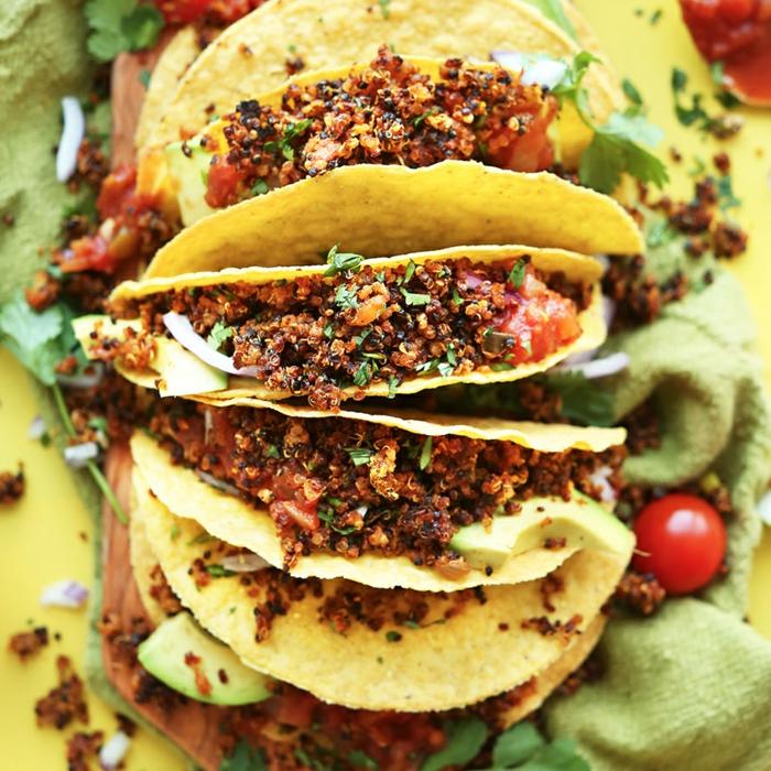 desayunos veganos para hacer en casa, tacos con quinoa y chilly, recetas super ricas para hacer en casa