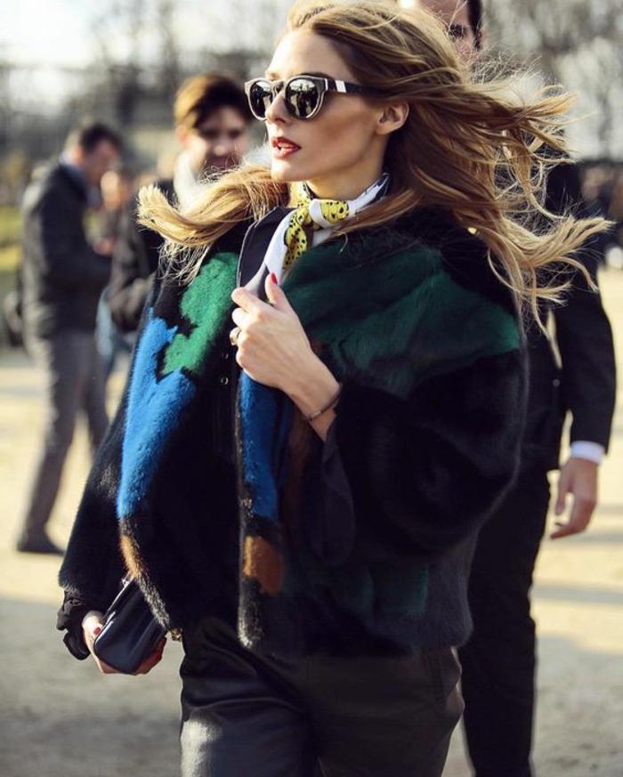 maneras de ponerse un pañuelo de seda, atuendos elegantes de las celebridades, como atar un pañuelo