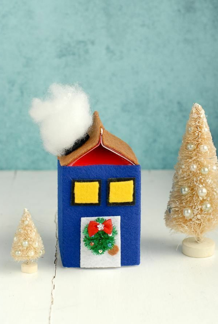 adornos navideños DIY hechos de cajas de cartón y fieltro adhesivo, manualidades faciles de hacer paso a paso